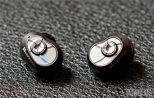 这大概是全球第一款发烧级真无线蓝牙耳塞