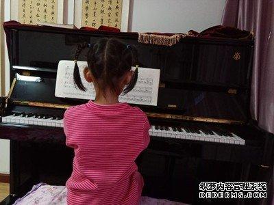 谁对比下哈农钢琴和雅马哈那个更好?哪个音色手感更棒?